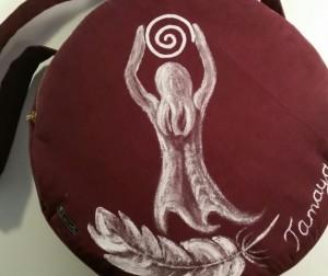 Trommeltasche mit Göttin und Spirale