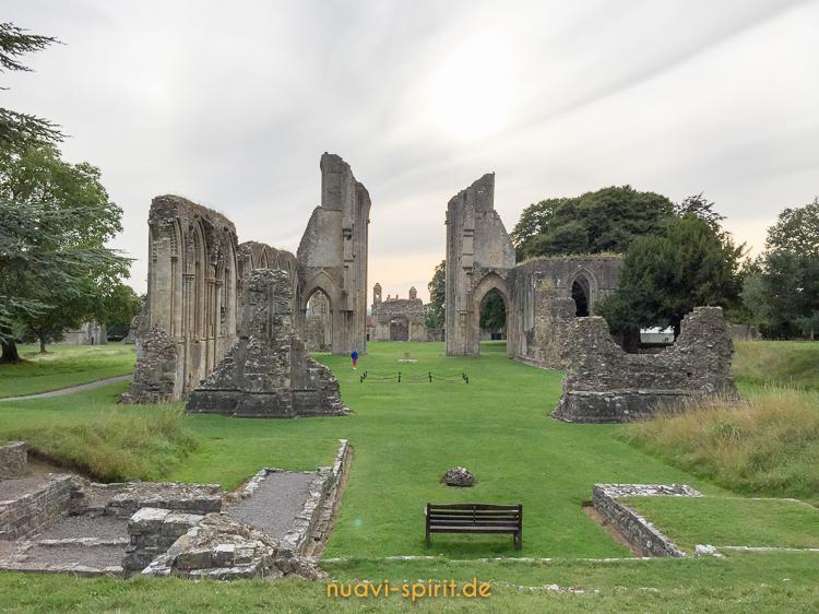 Glastonbury Abbey - Nuavi-Spirit