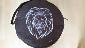 Trommeltasche mit Löwe