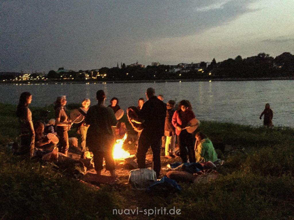 Schamanischer Trommelkreis am Rhein - Vollmondtrommeln