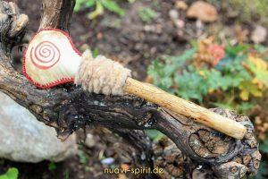 Schamanerassel mit Spirale rot